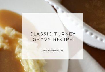 turkey gravy recipe with text overlay main image.
