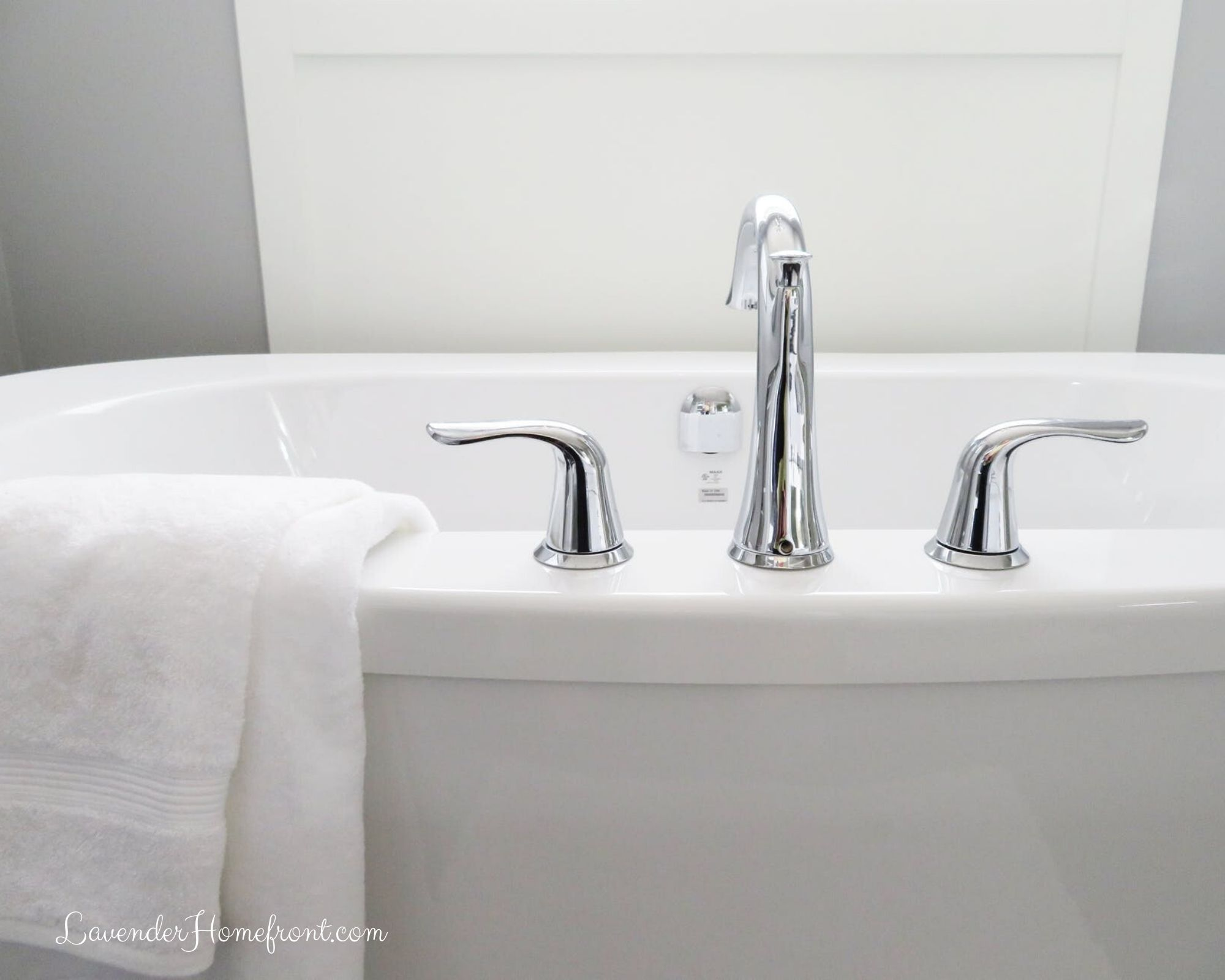 non-toxic cleaning solutions for the bathroom