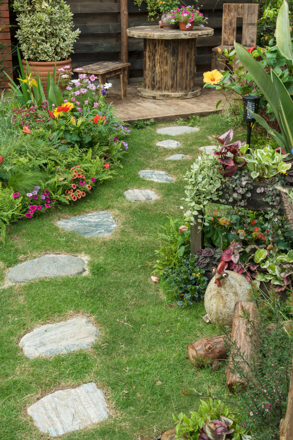 low maintenance gardening tips for a beautiful garden.