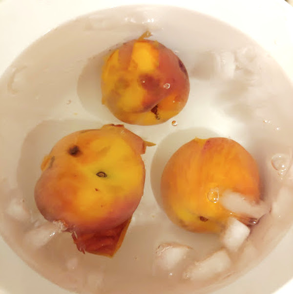 putting peaches in ice water